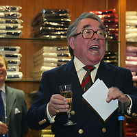Ronnie Corbett, who officially opened the Golf St Andrews shop, a joint venture between the House of Bruar and the R&A<br /><br />Picture by Graeme Hart.<br />Copyright Perthshire Picture Agency<br />Tel: 01738 623350  Mobile: 07990 594431