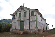Piranga_MG, Brasil...Igreja abandonada, no Distrito de Pinheiros Altos em Piranga, Minas Gerais...Abandoned church, in the Pinheiros Altos district in Piranga, Minas Gerais...Foto: LEO DRUMOND / NITRO