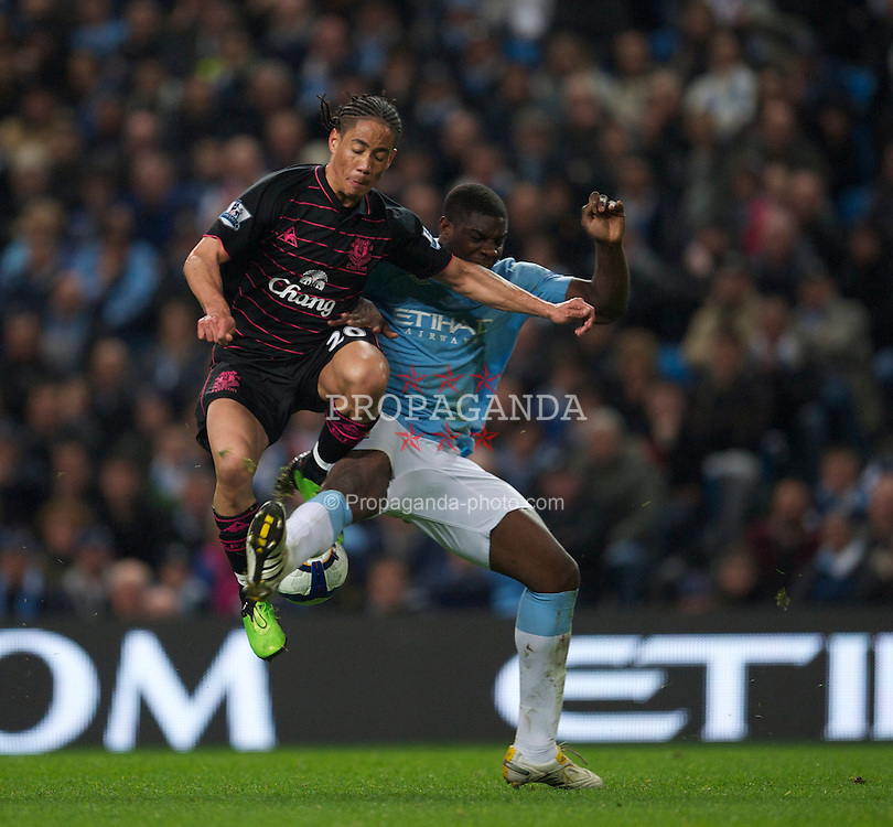 MANCHESTER, ENGLAND - Wednesday, March 24, 2010: Everton's Steven Pienaar and Manchester City's Micah Richards during the Premiership match at the City of Manchester Stadium. (Photo by David Rawcliffe/Propaganda)