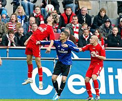 30.10.2010,  Rhein Energie Stadion, Koeln, GER, 1.FBL, FC Koeln vs Hamburger SV, 10. Spieltag, im Bild: Kopfball von Martin Lanig (Koeln #5). Er springt hoeher als Paulo Guerrero (Hamburg #9) und Miso Brecko (Koeln #2)  EXPA Pictures © 2010, PhotoCredit: EXPA/ nph/  Mueller+++++ ATTENTION - OUT OF GER +++++