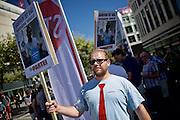Frankfurt am Main | 27 August 2016<br /> <br /> Ein Samstag auf der Einkaufsstra&szlig;e Zeil in der Innenstadt von Frankfurt am Main, hier: Ein Aktivist der Satire-Partei &quot;Die Partei&quot; steht vor einer Kundgebung der Initiative &quot;Pro Bargeld&quot;.<br /> <br /> photo &copy; peter-juelich.com