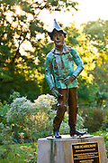 Statue of the Scarecrow from the Wizard of Oz in Oz Park in Chicago, IL, USA.