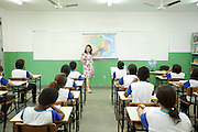 Cuiaba_MT, Brasil...Professora da rede municipal de ensino esclarece duvida de aluna em Cuiaba, Mato Grosso...Teacher  of municipal school student clarifies doubts in Cuiaba, Mato Grosso...Foto: LEO DRUMMOND / NITRO