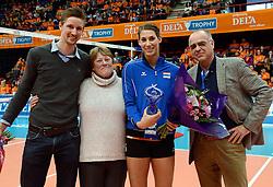 29-12-2013 VOLLEYBAL: DELA TROPHY UITREIKING INGRID VISSER AWARD: DEN BOSCH <br /> Volleybalkrant organiseerde de beste volleyballer en volleybalster 2013. De award die zij uitreikten kreeg een nieuwe naam - Ingrid Visser Award. De award, uitgereikt door de moeder van Ingrid Visser, ging naar Robin de Kruijf en Joppe Paulides. Rechts Edzo Doeve. <br /> &copy;2013-FotoHoogendoorn.nl