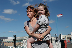 UK ENGLAND BRIGHTON 8SEP16 - Beth Waraner (32) from Brighton and her daughter Elsie (4)  enjoy the Brighton beach front.<br /> <br /> jre/Photo by Jiri Rezac<br /> <br /> © Jiri Rezac 2016