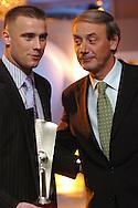 n/z.: Artur Boruc - odkrycie roku , Dariusz Szpakowski ( dziennnikarz , tv - TVP ) , Gala Tygodnika Pilka Nozna , hotel Marriott ,  sezon 2004/2005 , pilka nozna , Polska , Warszawa , 18-12-2004 , fot.: Adam Nurkiewicz / mediasport.pl..Artur Boruc - best new player , Dariusz Szpakowski ( journalist , tv - TVP ) during 2004 Best Player's ceremony of Weekly Pilka Nozna at Marriott Hotel in Warsaw. December 18, 2004 ; season 2004/2005 , football , soccer , Poland , Warsaw ( Photo by Adam Nurkiewicz / mediasport.pl )