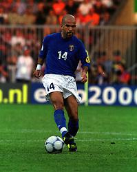 LUIGI DI BIAGIO.(ITALY)  EURO 2000.ITALY V SWEDEN 19/06/00 EINDHOVEN.PHOTO ROGER PARKER.