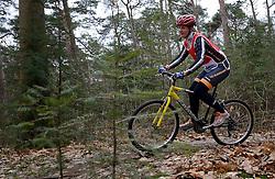 02-03-2013 ALGEMEEN: WE BIKE 2 CHANGE DIABETES: SOEST<br /> Bij Sportmaster in Soest was de eerste Training voor de 15 deelnemers aan de Trans Norway Challenge / Els<br /> ©2013-FotoHoogendoorn.nl