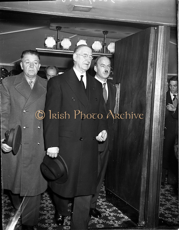 05/02/1960<br /> 02/05/1060<br /> 05 February 1960 <br /> Premiere of Mise Eire at the Regal Cinema, Dublin.  Image shows President Eamon de Valera accompanied by Donall Ó Morain, (right) Chairman of Gael Linn  and Aide-de-Camp, to the President, Col. Seán Brennan (left) arriving at the premiere of the film.