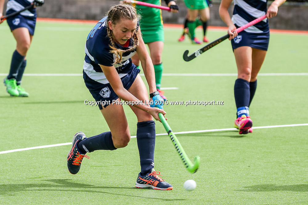 Auckland's Madison Doar shoots. Auckland v Central Women, FORD National Hockey League, ITM Hockey Centre, Whangarei, New Zealand. Friday 16 September, 2016. Copyright photo: Heath Johnson / www.photosport.nz