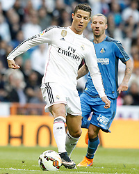 23.05.2015, Estadio Santiago Bernabeu, Madrid, ESP, Primera Division, Real Madrid vs FC Getafe, 38. Runde, im Bild Real Madrid's Cristiano Ronaldo (l) and Getafe's Alexis Ruano // during the Spanish Primera Division 38th round match between Real Madrid CF and Getafe FCat the Estadio Santiago Bernabeu in Madrid, Spain on 2015/05/23. EXPA Pictures &copy; 2015, PhotoCredit: EXPA/ Alterphotos/ Acero<br /> <br /> *****ATTENTION - OUT of ESP, SUI*****