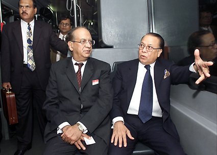 DUBAI,2002.<br />