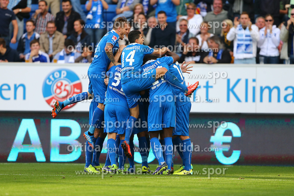 28.09.2013, Rhein Neckar Arena, Sinsheim, GER, 1. FBL, TSG 1899 Hoffenheim vs Schalke 04, 7. Runde, im Bild David Abraham (TSG 1899 Hoffenheim) bejubelt seinen Treffer zum 3:3 mit der Mannschaft, Torjubel/ Jubel, Emotionen // during the German Bundesliga 7th round match between TSG 1899 Hoffenheim and Schalke 04 at the Rhein Neckar Arena, Sinsheim, Germany on 2013/09/28. EXPA Pictures &copy; 2013, PhotoCredit: EXPA/ Eibner/ Alexander Neis<br /> <br /> ***** ATTENTION - OUT OF GER *****