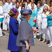 NLD/Veenendaal/20120430 - Koninginnedag 2012 Veenendaal, koninging Beatrix en Magriet