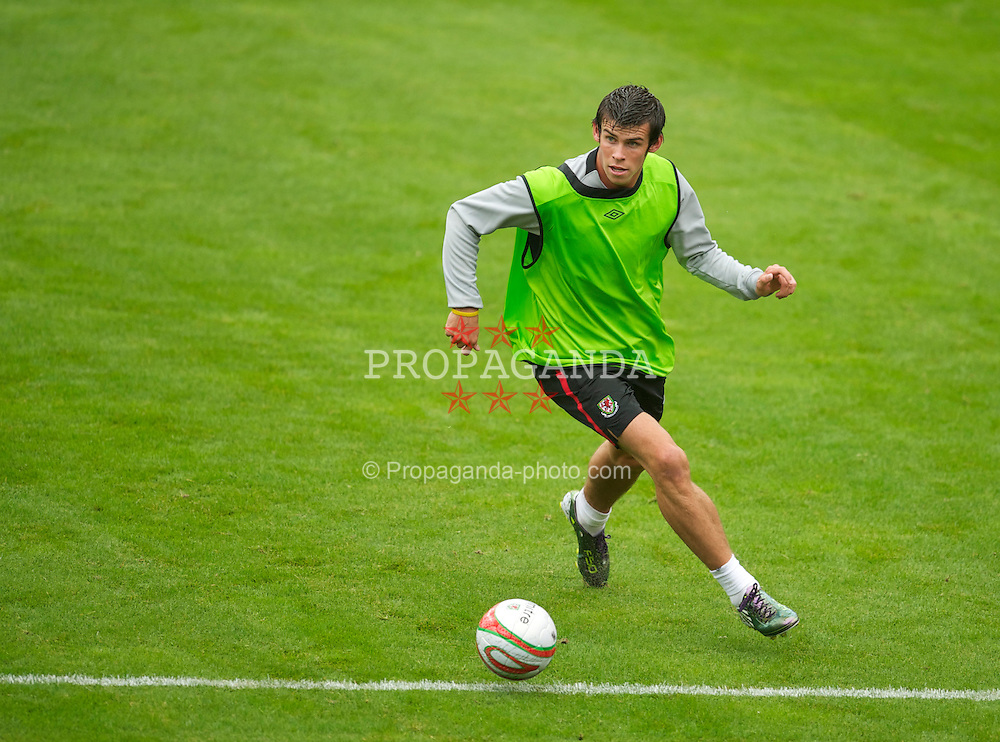 LLANELLI, WALES - Monday, August 9, 2010: Wales' Gareth Bale during a training session at Parc y Scarlets ahead of the international friendly match against Luxembourg. (Pic by David Rawcliffe/Propaganda)