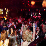 NLD/Hilversum/20100424 -  Playboy Night at the Mansion, publiek dansend in de discotheek