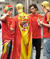 GEPA-2606087324 - WIEN,AUSTRIA,26.JUN.08 - FUSSBALL - UEFA Europameisterschaft, EURO 2008, Host City Fan Zone, Fanmeile, Fan Meile, Public Viewing. Bild zeigt Spanien-Fans. <br />Foto: GEPA pictures/ Reinhard Mueller