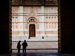 Two men chat in the Piazza Maggiore with the Basilica di San Petronio in the background, Bologna, Italy<br /> <br /> (c) Andrew Wilson | Edinburgh Elite media