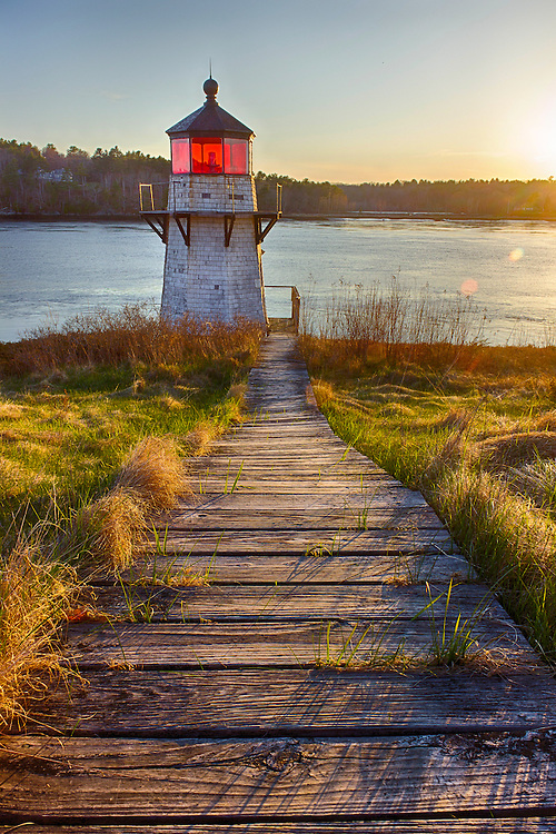 Here's a lighthouse you won't find in any tourist brochures or destination website.  The Squirrel Point Lighthouse is a hidden gem along the Kennebec River in Arrowsic, Maine.  It was built in 1898 to protect the shipping interests of the then-fledgling Bath Iron Works.