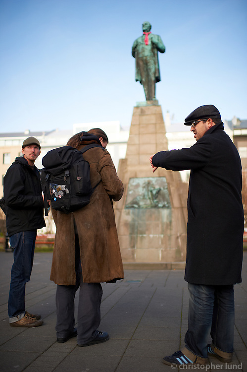 Members of the german Piraten Partei in front of the statue of Jón Sigurðsson,  leader of the 19th century Icelandic independence movement.