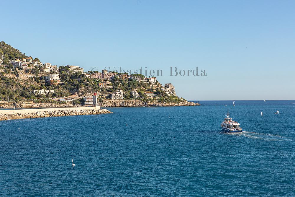 Vue sur le cap de Nice depuis le quai des Etats-unis // View of Cap de Nice from Quai des Etats-Unis