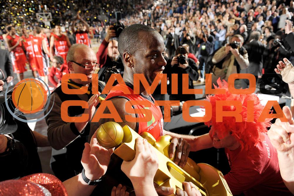DESCRIZIONE : Championnat de France Pro A Semaine des As Roanne Finale<br /> GIOCATORE : Supporters Chalon Tchicamboud Steed<br /> SQUADRA : Chalon <br /> EVENTO : Pro A Semaine des As<br /> GARA : Chalon Gravelines<br /> DATA : 19/02/2012<br /> CATEGORIA : Basketball France Homme<br /> SPORT : Basketball<br /> AUTORE : JF Molliere<br /> Galleria : France Basket 2011-2012 Action<br /> Fotonotizia : Championnat de France Basket Pro A Semaine des As<br /> Predefinita :