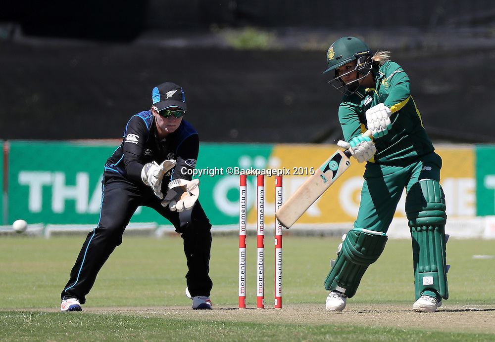 Mignon du Preez of South Africa bats during the 2016 International ODI Womens cricket match between South Africa and New Zealand at Boland Park, Paarl on 16 October 2016 ©Chris Ricco/BackpagePix