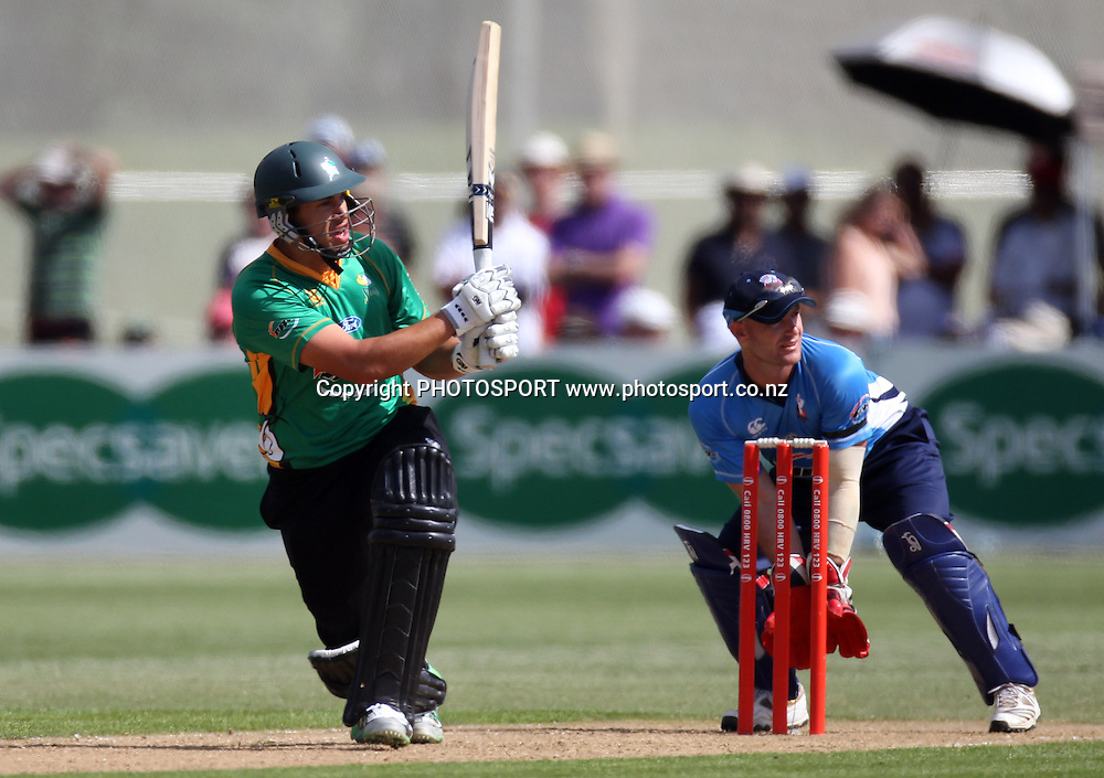Ross Taylor at the Twenty20 Cricket, HRV Cup Final 2010/11. Auckland Aces v Central Stags, Colin Maiden Park, Auckland. Sunday 2 January 2011. Photo: Andrew Cornaga/photosport.co.nz