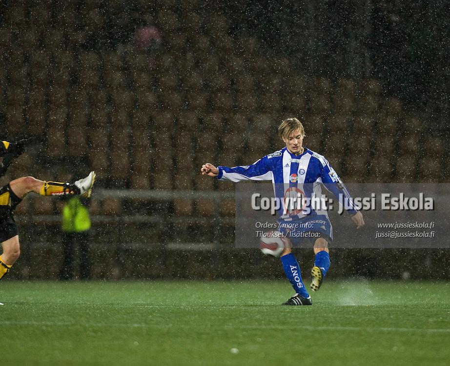 Markus Halsti. HJK - Honka, Suomen Cupin välierä 3.11.2007. Photo: Jussi Eskola