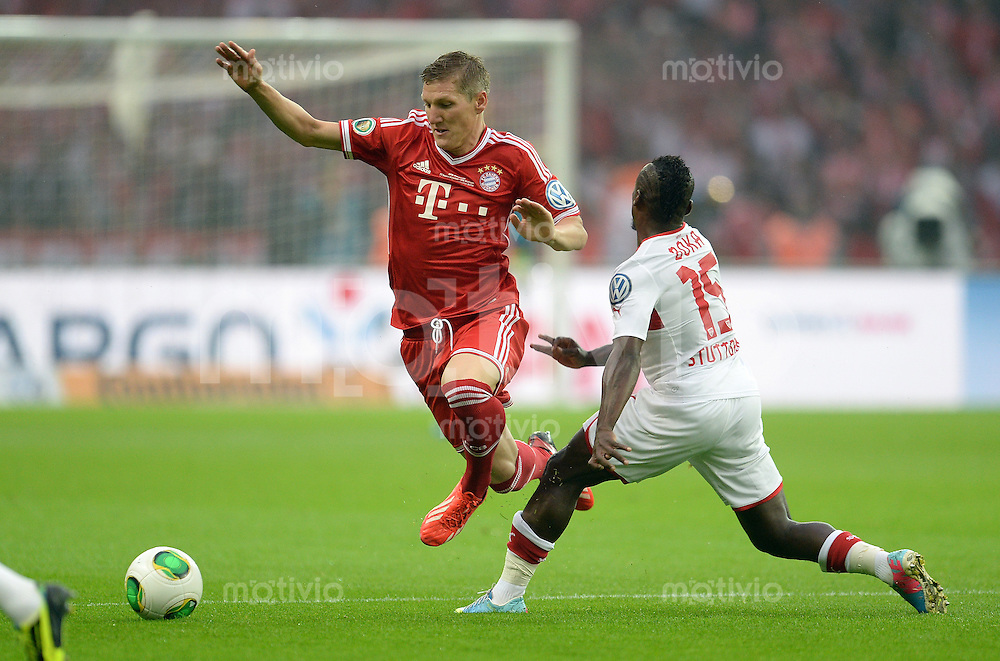 FUSSBALL       DFB POKAL FINALE        SAISON 2012/2013 FC Bayern Muenchen - VfB Stuttgart    01.06.2013 Bastian Schweinsteiger (FC Bayern Muenchen)  gegen Arthur Boka (re, Stuttgart)