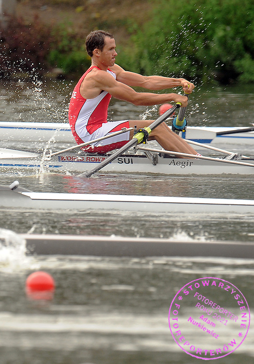 FREDERIC HANSELMANN (SWITZERLAND) COMPETES IN THE MEN'S LIGHTWEIGHT SINGLE SCULLS DURING DAY FOUR OF REGATTA WORLD ROWING CHAMPIONSHIPS ON MALTA LAKE IN POZNAN, POLAND...POZNAN , POLAND , AUGUST 26, 2009..( PHOTO BY ADAM NURKIEWICZ / MEDIASPORT )..PICTURE ALSO AVAIBLE IN RAW OR TIFF FORMAT ON SPECIAL REQUEST.