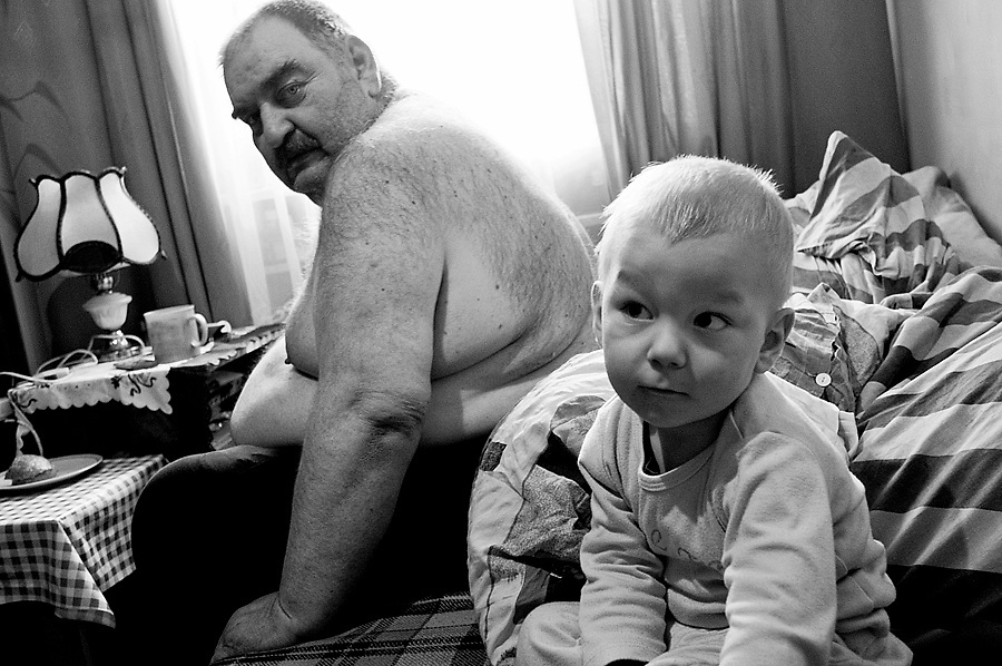 17/3/2011.Targówek, Warszawa, Poland. In the 18 m2 flat lives also Mr Gr., unemployed, sick, who weights about 200 Kg. There is no toilette or bathroom in the flat and M. sleeps on a mattress in the kitchen with her 2 sons. The family collect scrap metal and used clothes during the week, and then sell them at Olimpia Flee Market every Sunday.