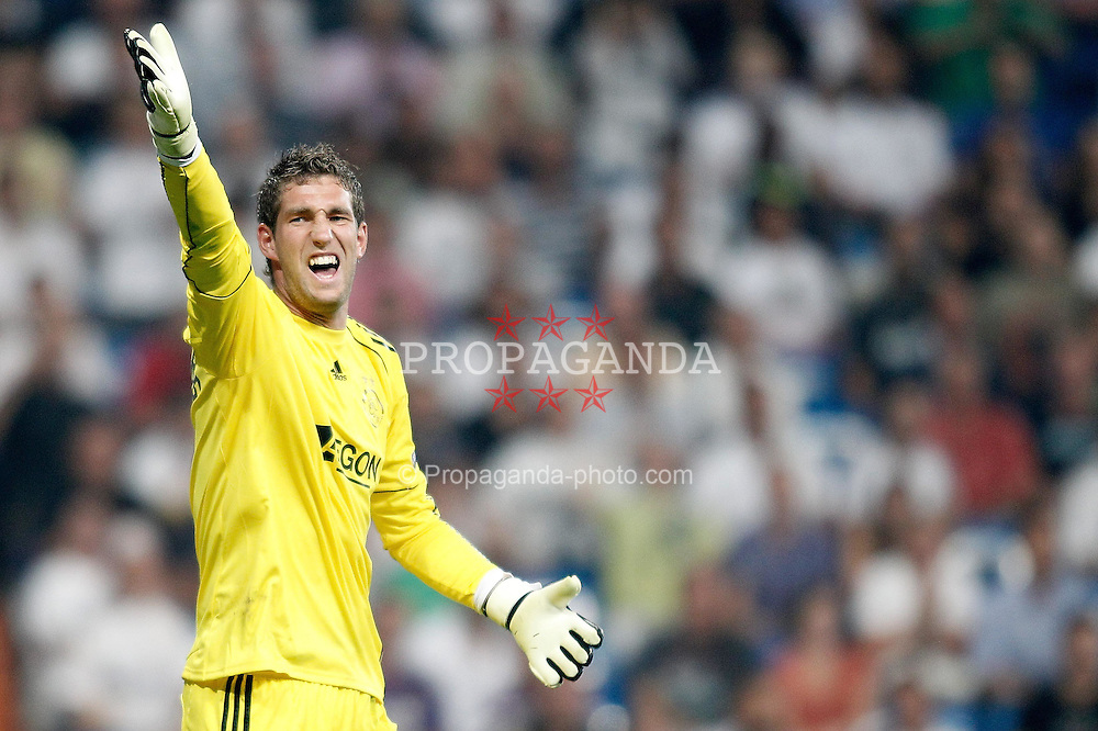 15.09.2010, estadio Santiago Bernabeu, Madrid, ESP, UEFA Champions League, Real Madrid vs Ajax Amsterdam, im Bild Ajax Amsterdam's Maarten Stekelenburg reacts during Champions League match. EXPA Pictures © 2010, PhotoCredit: EXPA/ Alterphotos/ Alvaro Hernandez +++++ ATTENTION - OUT OF SPAIN / ESP +++++