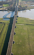 Nederland, Gelderland, Culemborg, 11-02-2008; uiterwaarden van de Lek worden doorsneden door de spoorbrug in de spoorlijn Utrecht - Den Bosch;  .pijlers, boogbrug, ..luchtfoto (toeslag); aerial photo (additional fee required); .foto Siebe Swart / photo Siebe Swart