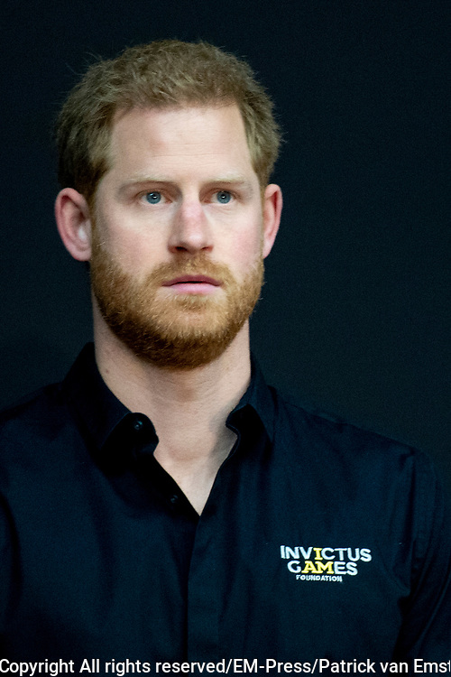 Prins Harry geeft een speech tijdens de presentatie van de  Invictus Games The Hague 2020. Over precies een jaar wordt het sportevenement voor fysiek en mentaal gewonde militairen in het Haagse Zuiderpark gehouden.<br /> <br /> Prince Harry gives a speech during the presentation of the Invictus Games The Hague 2020. In exactly one year, the sporting event for physically and mentally wounded soldiers will be held in Zuiderpark in The Hague.