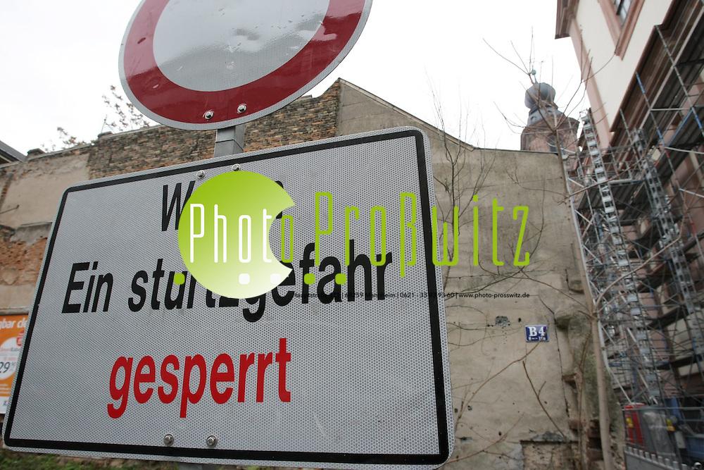 Mannheim. B4. Historisches Geb&auml;ude um 1744. Das einsturzgef&auml;hrdete Geb&auml;ude soll erhalten bleiben. Daf&uuml;r setzt sich der Verein zur versch&ouml;nerung des Stadtbildes ein. <br /> - Dr. Lothar St&ouml;ckbauer.<br /> <br /> Bild: Markus Pro&szlig;witz<br /> ++++ Archivbilder und weitere Motive finden Sie auch in unserem OnlineArchiv. www.masterpress.org ++++