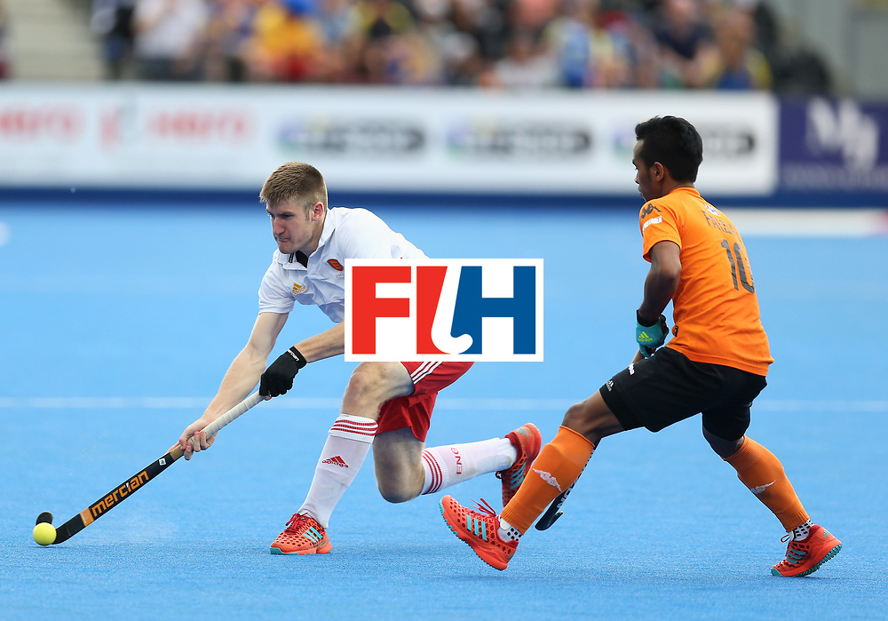 LONDON, ENGLAND - JUNE 25: Barry Middleton of England and Faizal Saari of Malaysia battle for possession during the 3rd/4th place match between Malaysia and England on day nine of the Hero Hockey World League Semi-Final at Lee Valley Hockey and Tennis Centre on June 25, 2017 in London, England. (Photo by Steve Bardens/Getty Images)