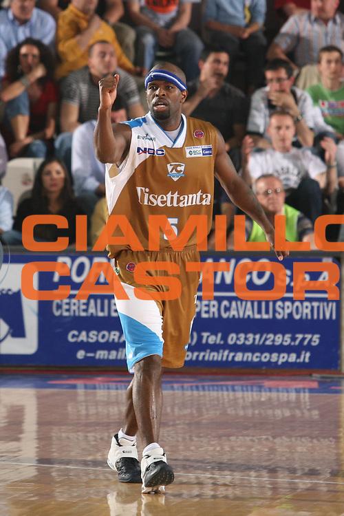 DESCRIZIONE : Varese Lega A1 2006-07 Whirlpool Varese Tisettanta Cantu<br /> GIOCATORE : Jordan<br /> SQUADRA : Tisettanta Cantu<br /> EVENTO : Campionato Lega A1 2006-2007<br /> GARA : Whirlpool Varese Tisettanta Cantu<br /> DATA : 28/04/2007<br /> CATEGORIA : Esultanza Curiosita<br /> SPORT : Pallacanestro<br /> AUTORE : Agenzia Ciamillo-Castoria/S.Ceretti<br /> Galleria : Lega Basket A1 2006-2007<br /> Fotonotizia : Varese Campionato Italiano Lega A1 2006-2007 Whirlpool Varese Tisettanta Cantu<br /> Predefinita :