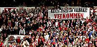 Fotball<br /> Tippeligaen Eliteserien<br /> 15.09.08<br /> Ullevaal Stadion<br /> Vålerenga VIF - Lyn<br /> Supporterne Bastionen ønsker trener Kent Bergersen velkommen<br /> Foto - Kasper Wikestad