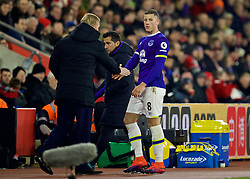 SOUTHAMPTON, ENGLAND - Saturday, November 19, 2016: Everton's Ross Barkley shakes hands with Everton's manager Ronald Koeman as he is substituted during the FA Premier League match against Southampton at St. Mary's Stadium. (Pic by David Rawcliffe/Propaganda)