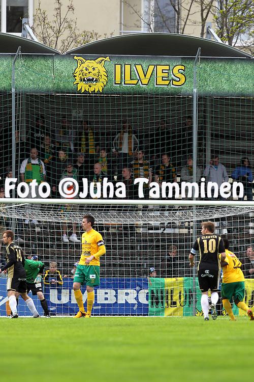 13.5.2013, Tammelan stadion, Tampere.<br /> Ykk&ouml;nen 2013, Ilves - Sein&auml;joen Jalkapallokerho.<br /> Ilveksen fanit maalin ja verkon takana p&auml;&auml;tykatsomossa.