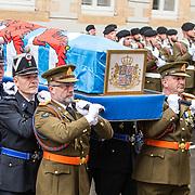 LUX/Luxemburg/20190504 - Funeral of HRH Grand Duke Jean/Uitvaart Groothertog Jean, de kist met familie komen aan bij de Cathedraal Notre Dame de Luxembourg