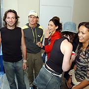Acteurs bezoeken Six Flags Biddinghuizen, Spiros Chalos, Sonja Silva en Touriya Haoud