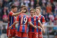 Fotball<br /> Tyskland<br /> 11.04.2015<br /> Foto: Witters/Digitalsport<br /> NORWAY ONLY<br /> <br /> 2:0 Jubel v.l. Torschuetze Robert Lewandowski, Mario Goetze, Philipp Lahm, Mitchell Weiser (Bayern)<br /> <br /> Fussball Bundesliga, FC Bayern München - Eintracht Frankfurt