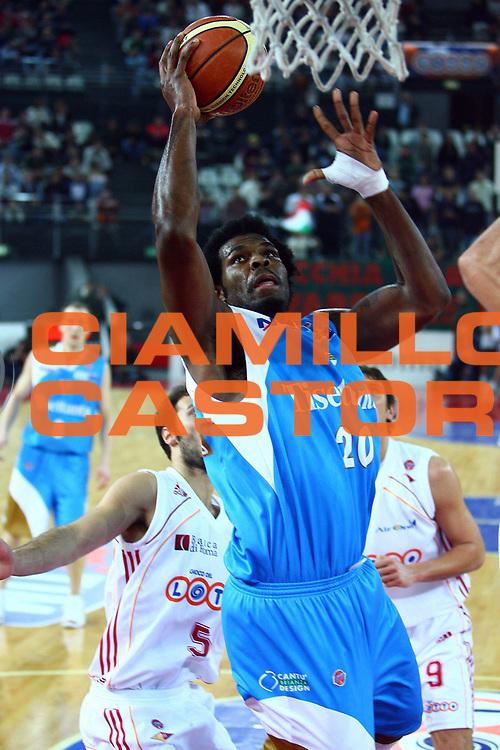 DESCRIZIONE : Roma Lega A1 2006-07 Lottomatica Virtus Roma Tisettanta Cant&ugrave;  <br /> GIOCATORE : Williams<br /> SQUADRA : Tisettanta Cant&ugrave; <br /> EVENTO : Campionato Lega A1 2006-2007 <br /> GARA : Lottomatica Virtus Roma Tisettanta Cant&ugrave; <br /> DATA : 17/12/2006 <br /> CATEGORIA : Tiro<br /> SPORT : Pallacanestro <br /> AUTORE : Agenzia Ciamillo-Castoria/E.Castoria