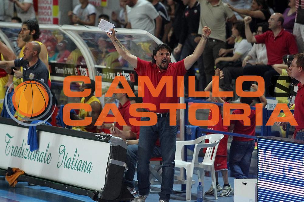 DESCRIZIONE : Frosinone Lega Basket A2 2010-2011 Playoff semifinali gara 3 Prima Veroli Umana Reyer Venezia<br /> GIOCATORE : Pierpaolo Perulli         <br /> SQUADRA : Prima Veroli   <br /> EVENTO : Campionato Lega Basket A2 2010-2011<br /> GARA : Prima Veroli Umana Reyer Venezia  <br /> DATA : 03/06/2011<br /> CATEGORIA : esultanza               <br /> SPORT : Pallacanestro<br /> AUTORE : Agenzia Ciamillo-Castoria/A.Ciucci<br /> Galleria : Lega Baket A2 2010-2011<br /> Fotonotizia : Frosinone  Lega Basket A2 2010-2011 Playoff semifinali gara 3 Prima Veroli Umana Reyer Venezia  <br /> Predefinita :