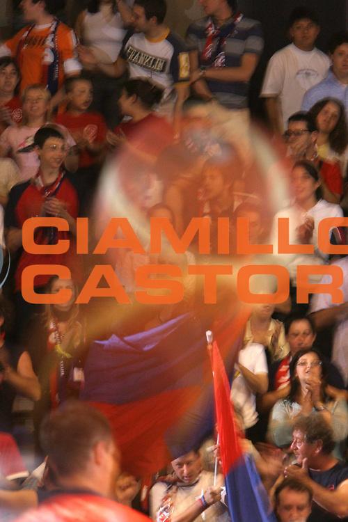 DESCRIZIONE : Pictures of the Week Lega A1 2005-06 Play Off Quarti Finale Gara 2 <br /> GIOCATORE : Tifosi Pallone Molten <br /> SQUADRA : Angelico Biella <br /> EVENTO : Campionato Lega A1 2005-2006 Play Off Quarti Finale Gara 2 <br /> GARA : Angelico Biella Climamio Fortitudo Bologna <br /> DATA : 21/05/2006 <br /> CATEGORIA : Curiosita <br /> SPORT : Pallacanestro <br /> AUTORE : Agenzia Ciamillo-Castoria/S.Ceretti <br /> Galleria : Pictures of the Week 2005-2006 <br /> Fotonotizia : Pictures of the Week Campionato Italiano Lega A1 2005-2006 Play Off Quarti Finale Gara 2  <br /> Predefinita :
