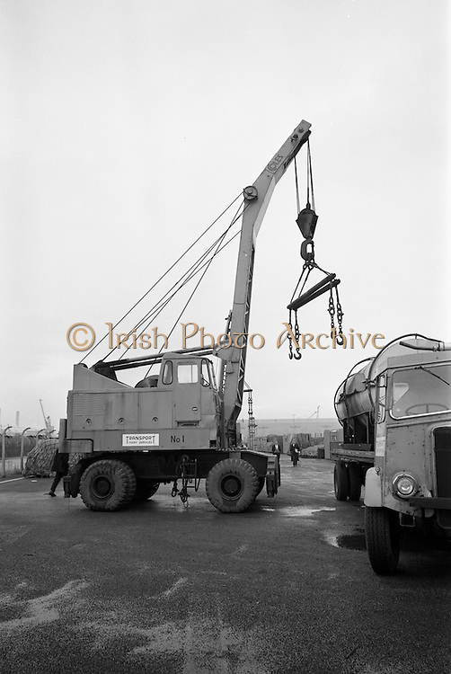 10/10/1966<br /> 10/10/1966<br /> 10 October 1966<br /> Scene of fatal accident at Roche shipping, Alexandra Road, North Wall, Dublin. view of mobile crane and tryck.