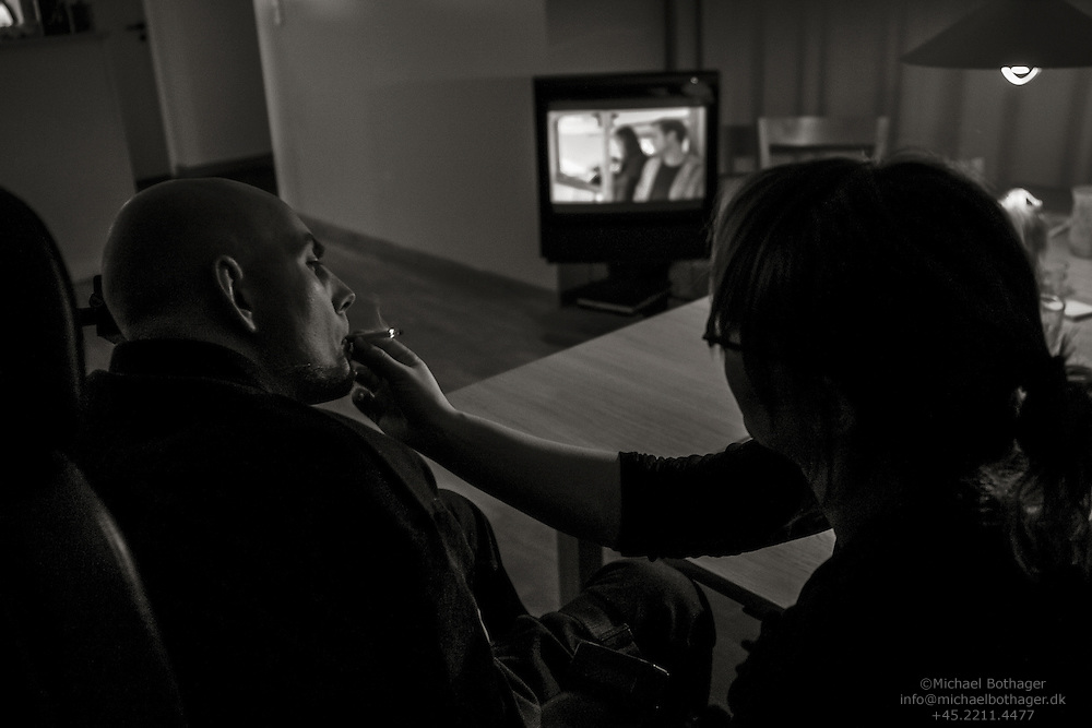 As a child, Steffen was severely injured in a car accident, leaving him quadriplegic. 24 hours a day, 7 days a week, he relies on the helpers for everything.<br /> <br /> Steffen enjoys smoking and watching TV in the company of his personal helper Birthe.
