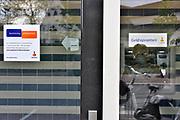 Nederland, Millingen aan de Rijn, 3-5-2017De pinautomaten in het Rijk van Nijmegen die bij woonhuizen of kwetsbare plekken staan worden beveiligd en gaan in de nacht op slot. Het is een preventieve maatregel van de Rabobank tegen de toenemende plofkraken. Bij enkelen worden in de nacht beveiligers neergezet. Dan staat er een mobiel toilet in de nabijheid.Foto: Flip Franssen